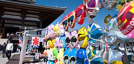 弘法大師様のご縁日での多くの参詣者
